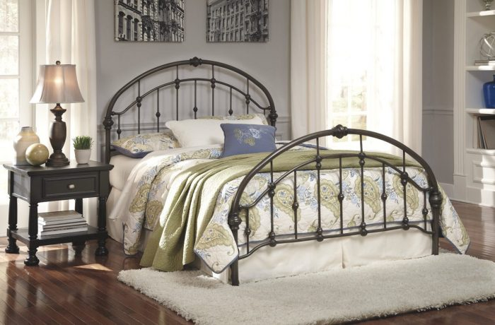 Nashburg Queen Metal Headboard_Footboard with Rails